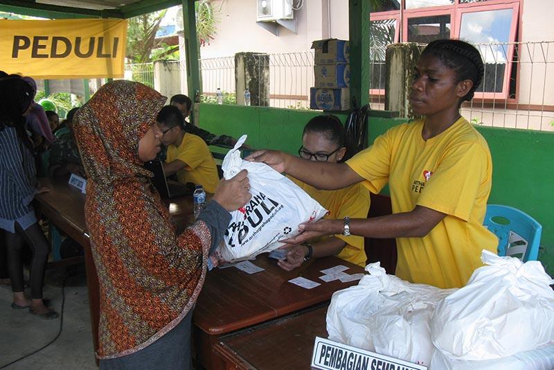 Artha Graha Sebar 1.700 Paket Sembako di Tiga Pulau